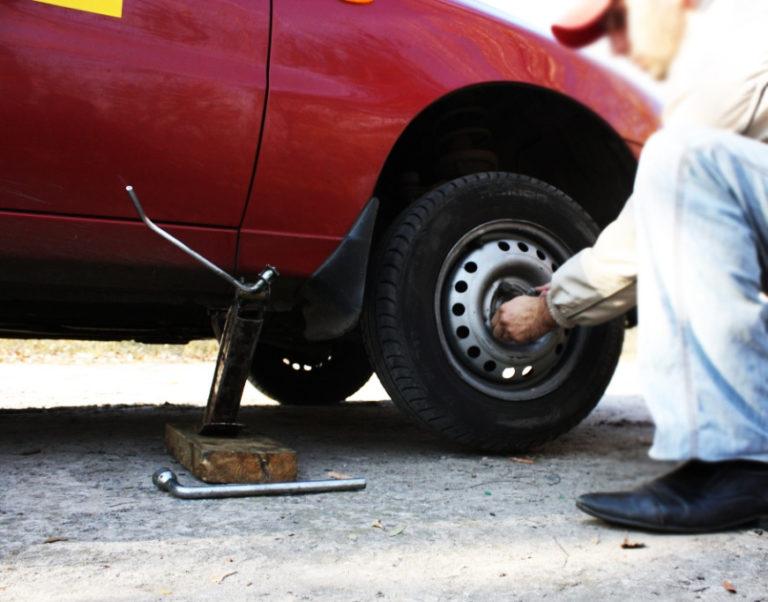 Как самому снять с авто прикипевшее колесо