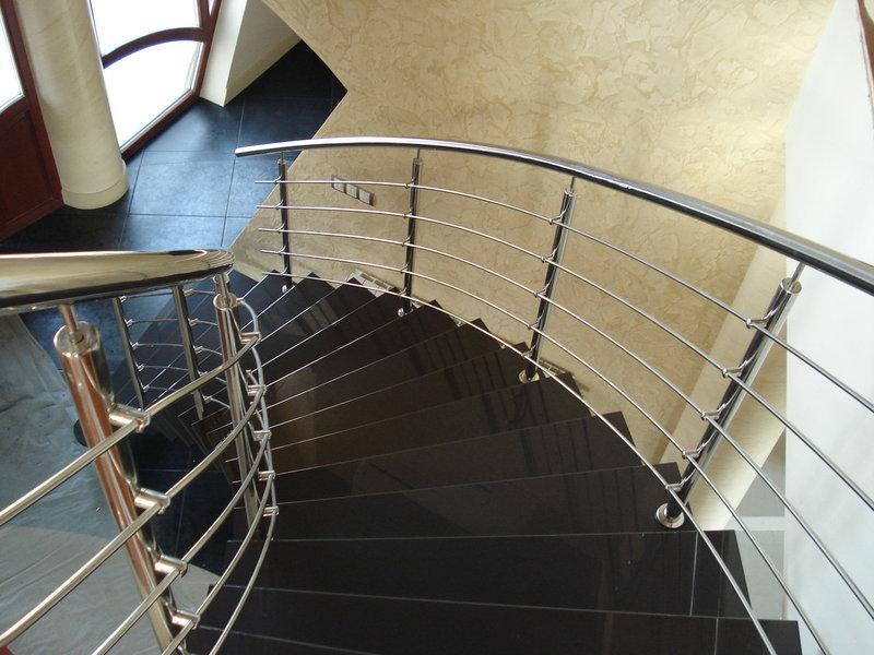 Лестничные перила из нержавеющей стали: особенности и преимущества
