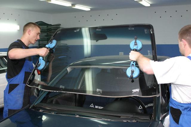 Как самостоятельно заменить лобовое стекло на авто